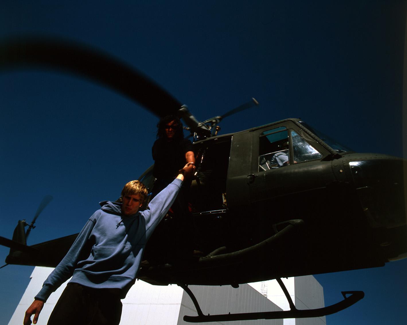 Nike - mand hænger i arm ud af chopper